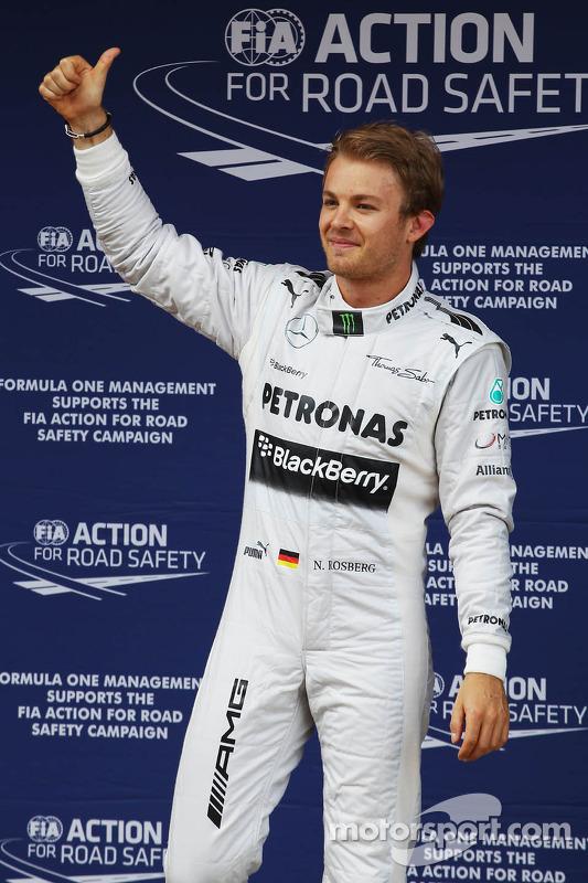 Nico Rosberg, Mercedes AMG F1 comemora sua pole position no parque fechado