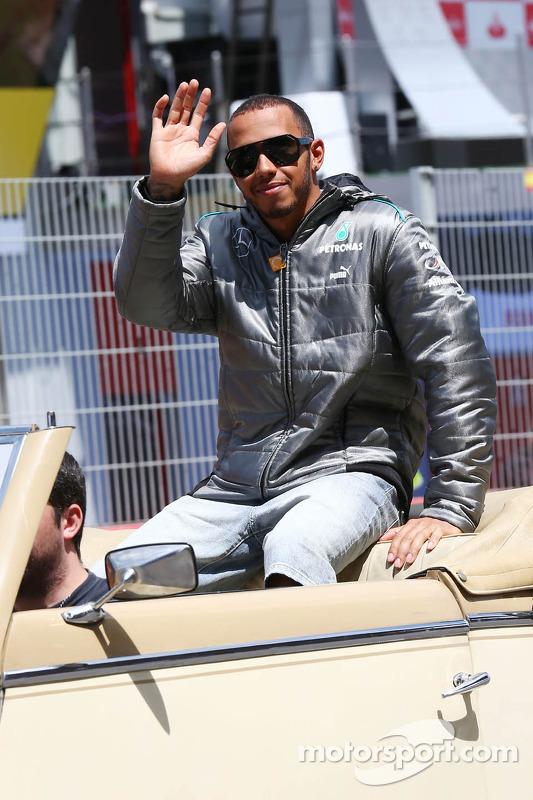 Lewis Hamilton, Mercedes AMG F1 no desfile de pilotos