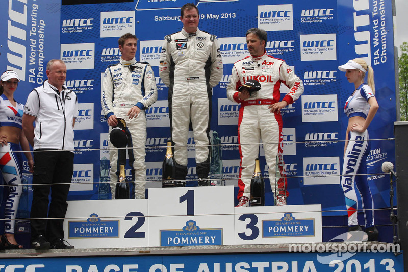 1e plaats Michel Nykjaer, Chevrolet Cruze 1.6T, Nika Racing, 2e plaats voor James Nash, Chevrolet Cruze 1.6T, RML