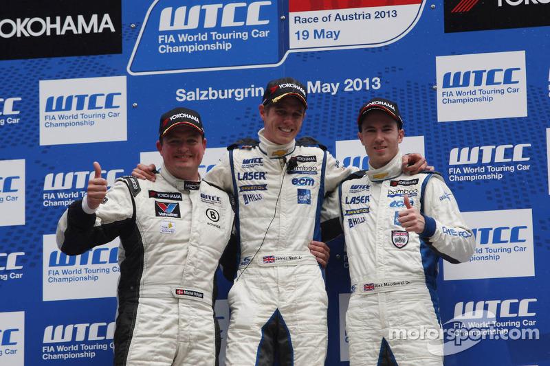 1e plaats James Nash, Chevrolet Cruze 1.6T, RML en 3e plaats voor Norbert Michelisz, Honda Civic, Zengo Motorsport