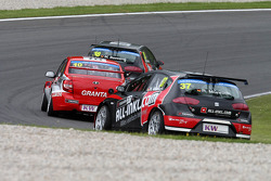 James Thompson, Lada Granta, LADA Sport Lukoil and René Münnich, SEAT Leon WTCC, Münnich Motorsport
