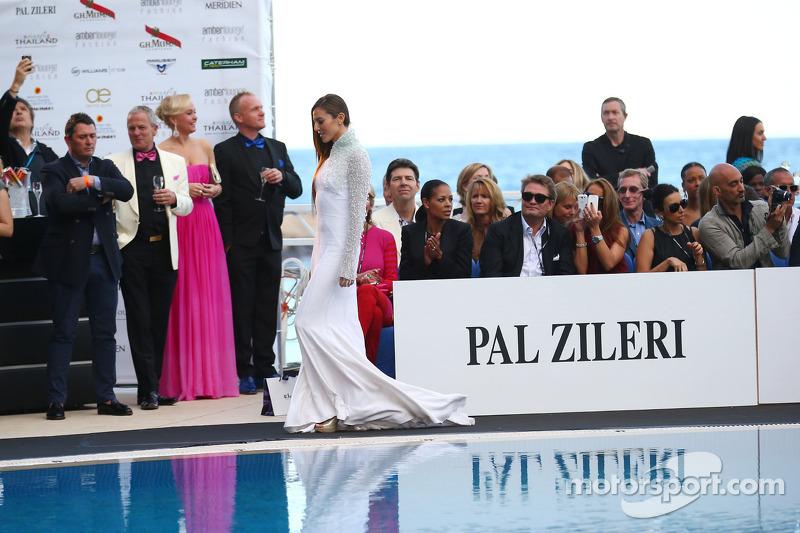 Jessica Michibata, namorada do Jenson Button, McLaren, no Amber Lounge Fashion Show