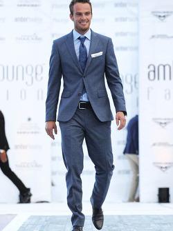 Giedo van der Garde, Caterham F1 Team no lançamento Amber Fashion Show