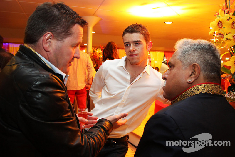 (L naar R): Paul Hembery, Pirelli Motorsport Director met Paul di Resta, Sahara Force India F1 en Dr. Vijay Mallya, Eigenaar Sahara Force India F1 bij de Signature F1 Monaco Party