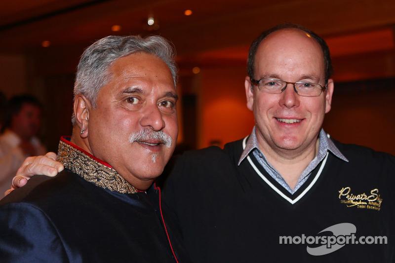 (L naar R): Dr. Vijay Mallya, Eigenaar Sahara Force India F1 met Prins Albert van Monaco, bij de Signature F1 Monaco Party