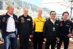 (L naar R): Dr Helmut Marko, Red Bull Motorsport Consultant met Franz Tost, Scuderia Toro Rosso Teambaas; Carlos Ghosn, Voorzitter van Renault en Christian Horner, Teambaas Red Bull Racing