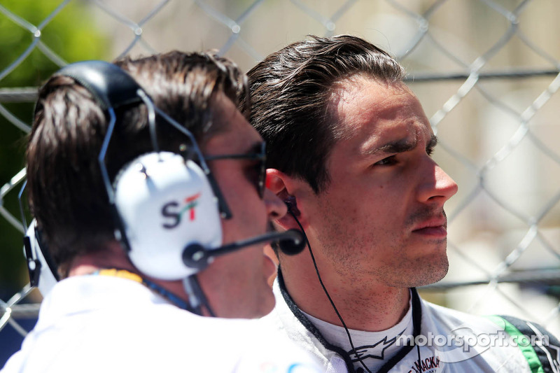 Adrian Sutil, Sahara Force India F1 met Bradley Joyce, Sahara Force India F1 Race Engineer op de grid