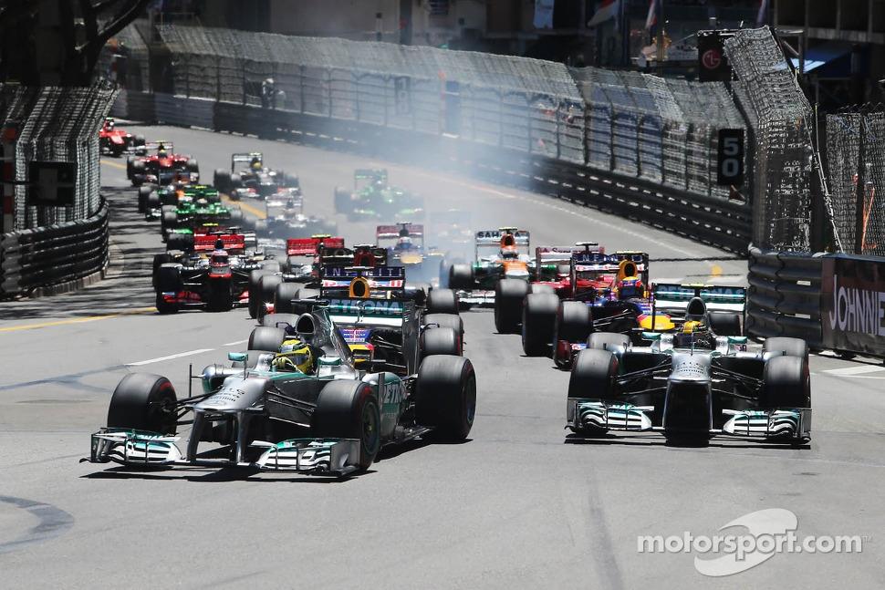 Start: Nico Rosberg, Mercedes AMG F1 W04 and team mate Lewis Hamilton, Mercedes AMG F1 W04 lead