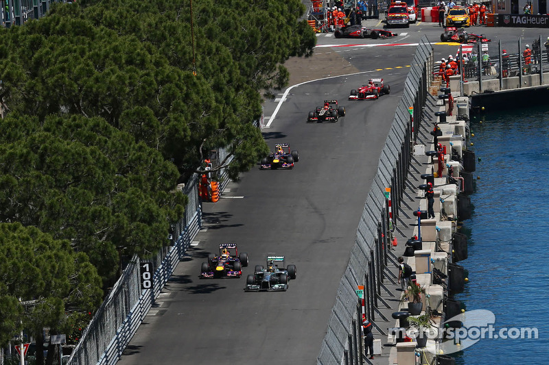 Lewis Hamilton, Mercedes AMG F1 W04 and Sebastian Vettel, Red Bull Racing RB9 battle for position
