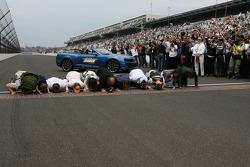 Tony Kaanan and his crew kiss the bricks