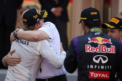 Race winner Nico Rosberg, Mercedes AMG F1 celebrates with Ross Brawn, Mercedes AMG F1 Team Principal in parc ferme