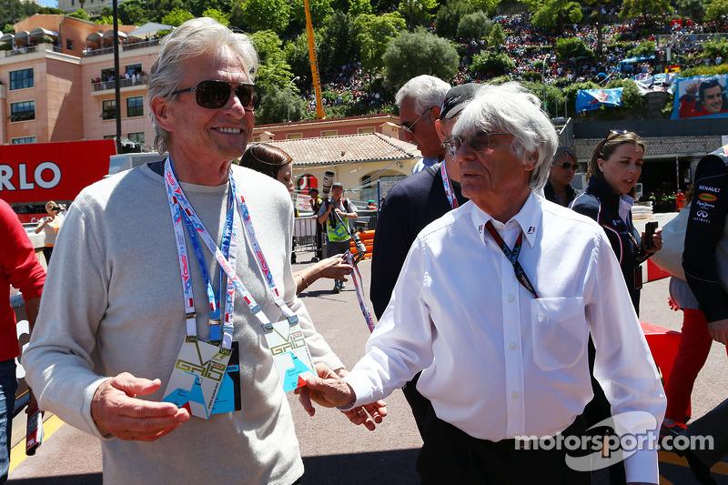 (L naar R): Michael Douglas, Acteur met Bernie Ecclestone, CEO Formula One Group (FOM)