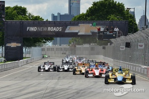 Start: Mike Conway, Dale Coyne Racing Honda leads