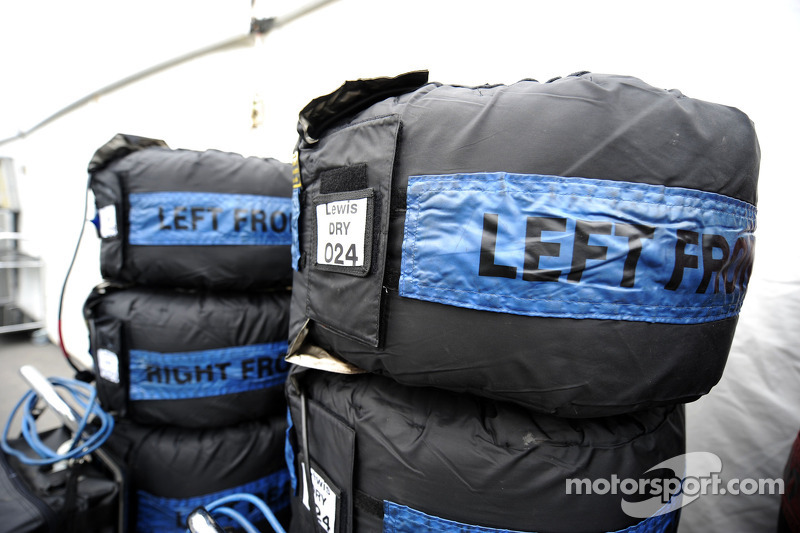 Dry tyre blankets for Lewis Hamilton, Mercedes AMG F1