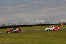 Marc Basseng, SEAT Leon WTCC, ALL-INKL.COM Munnich Motorsport and Tom Chilton, Chevrolet Cruze 1.6 T, RML