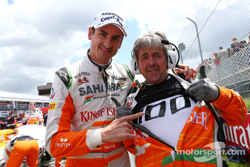 Adrian Sutil en Neil Dickie, Sahara Force India F1 Team vieren de 100e GP van Sahara Force India F1 Team op de grid