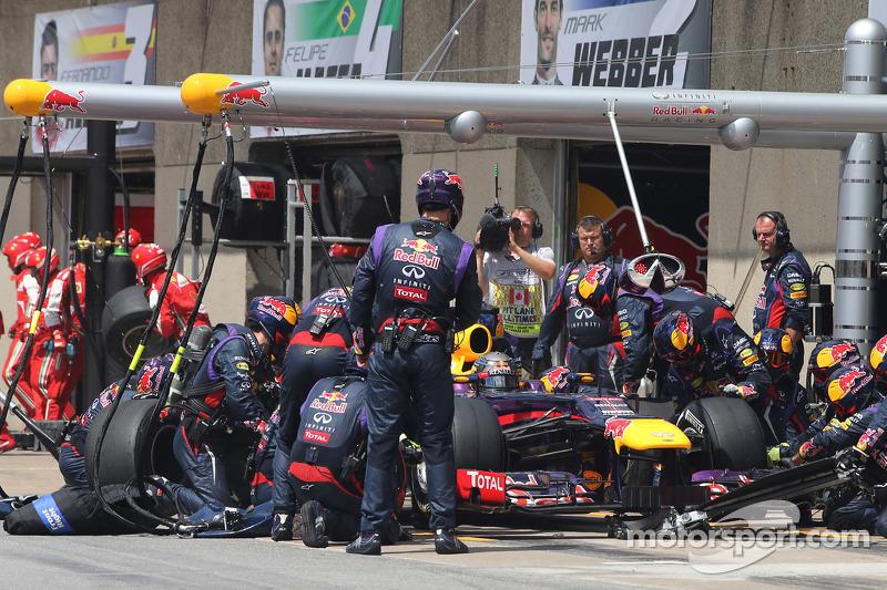 Sebastian Vettel, Red Bull Racing during pitstop