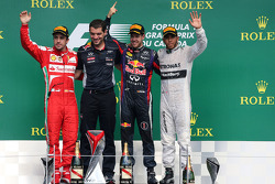Fernando Alonso, Scuderia Ferrari, Sebastian Vettel, Red Bull Racing and Lewis Hamilton, Mercedes Grand Prix