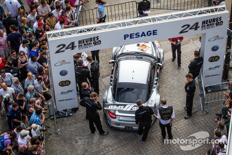 #77 Dempsey Racing - Proton Porsche 911 GT3-RSR enters scrutineering