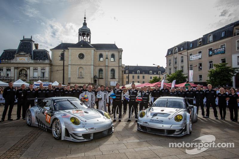 #77 Dempsey Racing - Proton Porsche 911 GT3-RSR: Patrick Dempsey, Joe Foster, #88 Proton Competition Porsche 911 GT3-RSR: Christian Ried, Gianluca Roda, Paolo Ruberti
