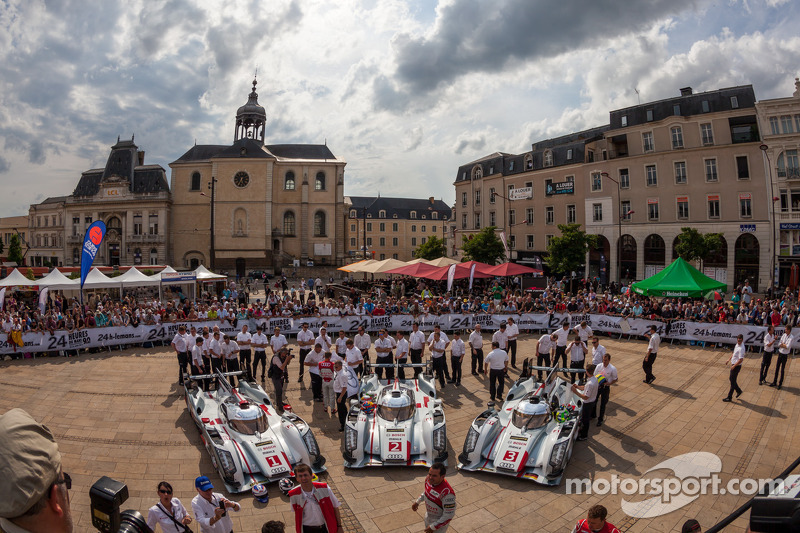 #1 Audi Sport Team Joest Audi R18 e-tron quattro: Marcel Fässler, Andre Lotterer, Benoit Tréluyer; #