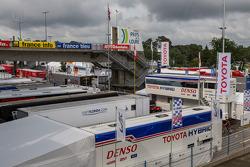 Toyota tranEsporteers no paddock