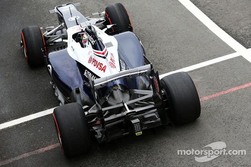 Pastor Maldonado, Williams FW35 rear wing
