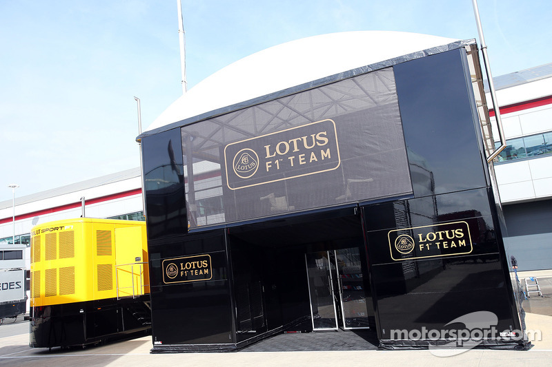 Lotus F1 Team trucks