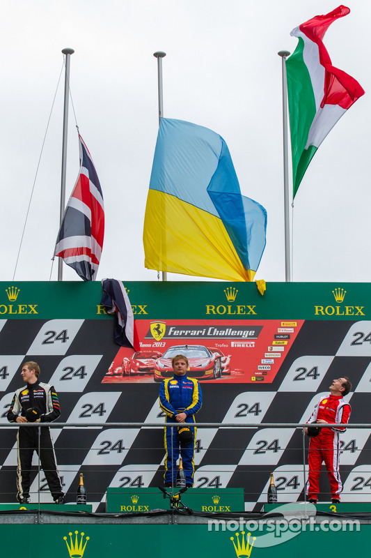 pódio: vencedor Sergey Chukanov, segundo colocado Alexander Martin, terceiro colocado Benedetto Marti