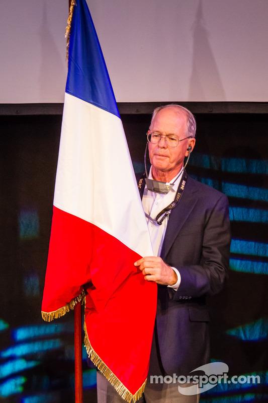 Jim France com a bandeira de largada