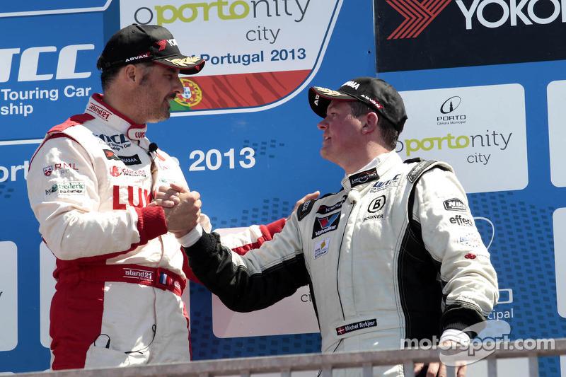 Winst voor Yvan Muller, RML Chevrolet Cruze 1.6 T, Michel Nykjaer wordt derde, NIKA Racing Chevrolet Cruze 1.6 T