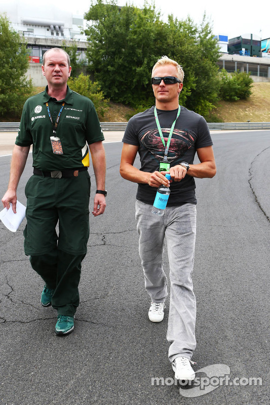 Heikki Kovalainen, Caterham F1 Team piloto Reserva anda pelo circuiito