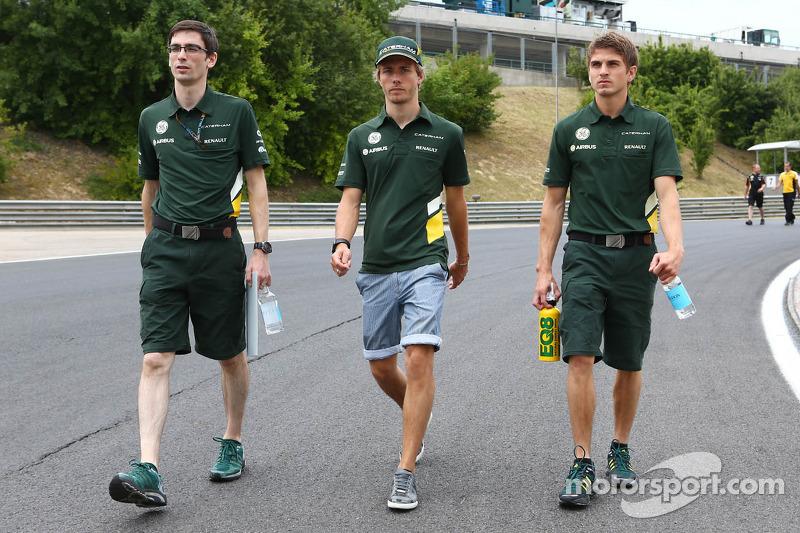 Charles Pic, Caterham walks the circuit