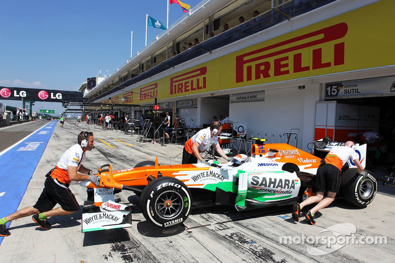 Adrian Sutil, Sahara Force India VJM06 in de pits