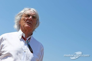 Bernie Ecclestone, CEO Formula One Group, on the grid
