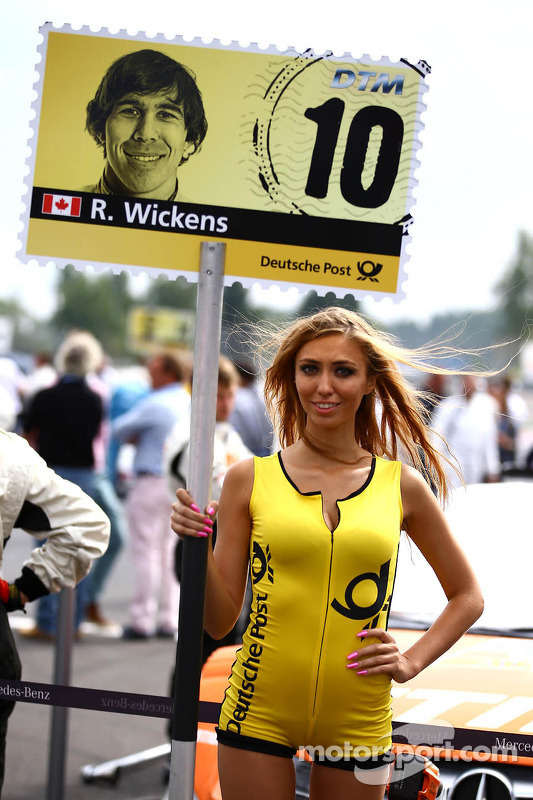 Grid girl do Robert Wickens, Mercedes AMG DTM-Team HWA DTM Mercedes AMG C-Coupe