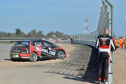 Robert Huff, SEAT Leon WTCC, ALL-INKL.COM Munnich Motorsport retires from the race