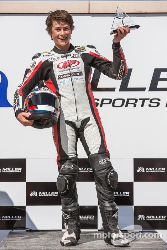 Joe Roberts, 16 anos, após vencer a corrida 2 da SuperSport (5ª vitória em 5 corridas, desde que começou na AMA)