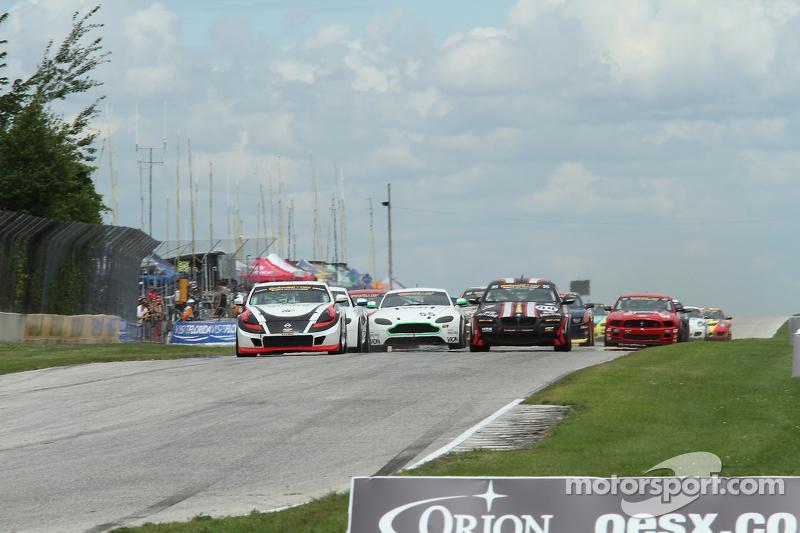 Continental Tire Series Start - #14 Doran Racing Nissan 370Z: Bryan Heitkotter, B.J. Zacharias voor