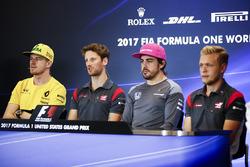 Nico Hulkenberg, Renault Sport F1 Team, Romain Grosjean, Haas F1 Team, Fernando Alonso, McLaren, Kevin Magnussen, Haas F1 Team, basın toplantısında