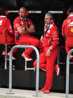 Jock claro, ingeniero jefe de Ferrari y Maurizio Arrivabene, director del equipo Ferrari