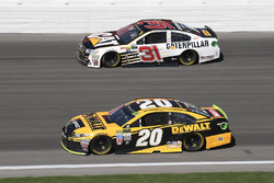 Мэтт Кенсет, Joe Gibbs Racing Toyota и Райан Ньюман, Richard Childress Racing Chevrolet