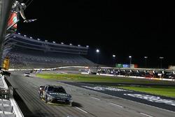 Damalı bayrak: Erik Jones, Joe Gibbs Racing Toyota