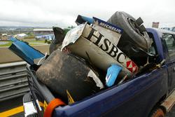 Detriti della Jaguar Racing di Mark Webber e della Renault F1 di Fernando Alonso prodotti dall'incidente