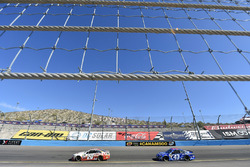 Matt Kenseth, Joe Gibbs Racing Toyota and Aric Almirola, Richard Petty Motorsports Ford