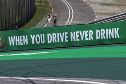 Stoffel Vandoorne, McLaren rientra ai box dopo l'incidente