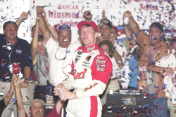 Yarış galibi Dale Earnhardt Jr.