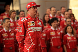 Kimi Raikkonen, Ferrari and the team photo