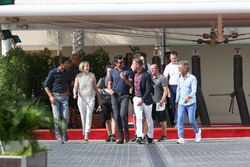 Mark Webber, Susie Wolf, Steve Jones, David Coulthard et Eddie Jordan, l'équipe de Channel 4 TV