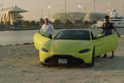 Daniel Ricciardo et l'Aston Martin Vantage